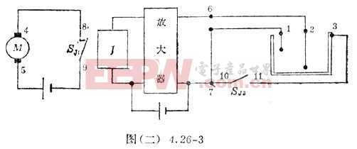 当水位下降以前,继电器已经吸合,常闭开关(常闭触点)SJ1断开,水泵停止工作,常开开关(常开触点)SJ2接通,7端与3端相通。当水位下降到高波位探针以下时,1、2端之间断开,但2、3端之间通过水导通,2端与6端相连,3端通过SJ2与7端相通,因此6、7端仍然相通,继电器的控制回路仍有一定的工作电流维持继电器的吸合状态。水泵仍不工作,直至水位下降到2端以下时,2、3之间不再导通,6、7之间也就失去通路,因此继电器释放,SJ1重又接通,水泵又开始工作。如此往复,水位即可控制在高、低液位之间。