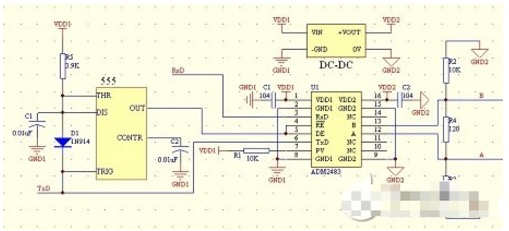 隔离RS-485接口电路 我们经常采用的485接口隔离电路是利用三个光耦隔离收发及控制信号,加上485收发器共需要4片IC,且采用光耦隔离需要限流及输出上拉电阻,必要时还会使用三极管驱动。设计电路繁琐,耗费时间长,如果没有之前使用光耦的经验,那么在选用光耦限流及输出上拉电阻方面会耗费很多不必要的时间;且光耦的输出信号上升时间较长,在与数字I/O端口相接时,需另加施密特整形才能保证信号的波形符合标准,如在FPGA、DSP等系统中的应用。 ADM2483是内部集成了磁隔离通道和485收发器的芯片,内部集成的磁