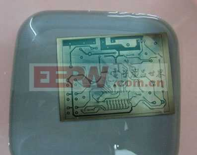 自制感光电路板制作PCB的过程(4)