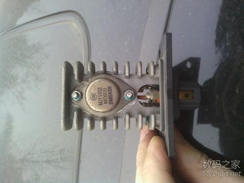 汽车类 拆汽车上的鼓风机调节器 鼓风机电阻 ,主要就一个达林顿管,高清图片